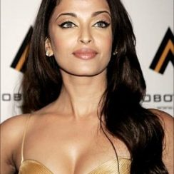 Aishwarya Rai Bra Size is 32B