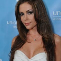 Alyssa Milano Bra Size is 34C