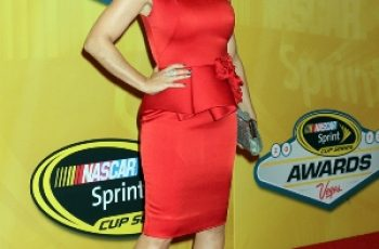 Alyssa Milano has measurements 37-25-36 inches (94-64-91 cm)