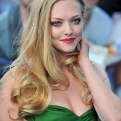 Amanda Seyfried Bra Size is 34D