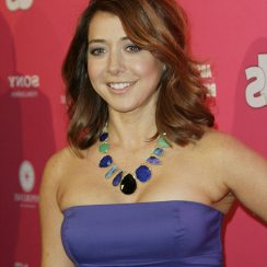 Alyson Hannigan height 165cm