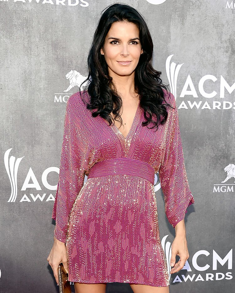 Angie Harmon Bra Size and Body Measurements