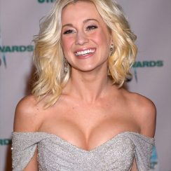 Kellie Pickler bra size